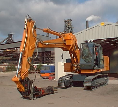 Excavator with rotating Boom